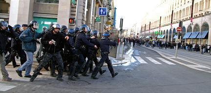 Les CRS sont débordés face à la violence inédite d'une violence qui à rarement sa place à Nice