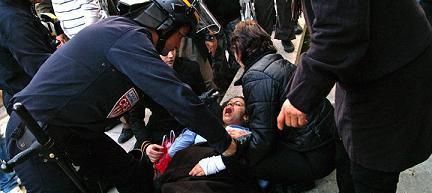 Des manifestants qui faisaient tout pour perturber l'ordre public, afin de se faire entendre par leurs slogans aux relents antisémites et incitant à la haine raciale.