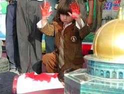 Tremper ses mains dans du sang juif est un des enseignement de cette haine aux enfants, qui s'entrainent et qui rêvent qu'un jour, un juif (ou un non-musulman), se pressente à corps ouvert pour pouvoir tremper ses mains dans son sang, et devenir ainsi bénit de dieu. Ne doit-on pas punir ceux qui ont appris ces idées à très jeune enfant palestinien ?