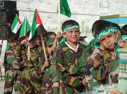 De jeunes enfants palestiniens embrigadés par le Hamas