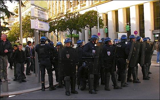 Les CRS sont trop peu nombreux pour canaliser la haine des manifestants