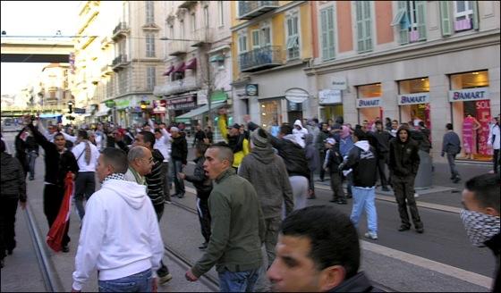 Des manifestants assoiffés de violence ?