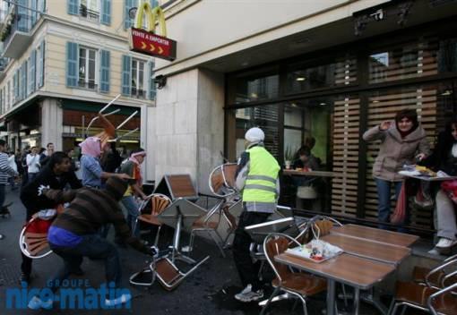 Les manifestants pro-palestiniens saccagent un Mac Donald en plein centre de Nice