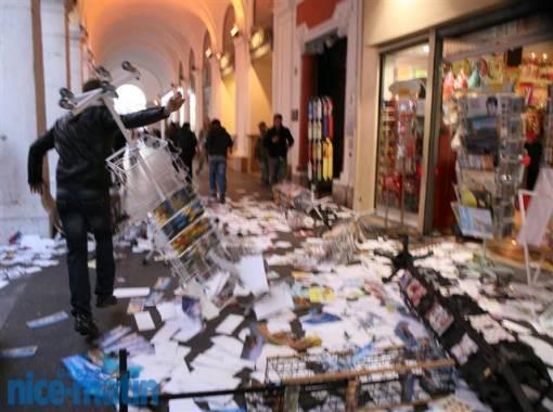 Une boutique saccagée par des manifestants pro-palestiniens à Nice.