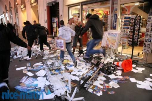 Les manifestant on pillé quelques boutiques et on saccagés de nombreux magasins.