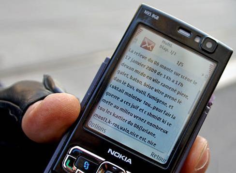 Un CRS nous montre un portable d'un manifestant de la manifestation du 17 janvier à Nice: le message est clair, casser du juif ! Et le peuple palestinien dans tout ça, un prétexte ?